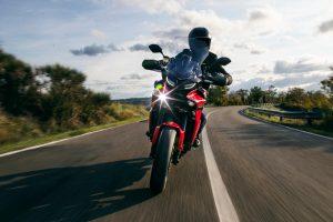 2021-Yamaha-MT09TR-EU-Redline-Action-001-03
