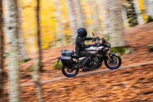 2021-Yamaha-MT09TRGT-EU-Icon_Performance_-Action-002-03